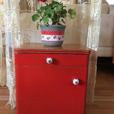 PRODÁNO Červený odkládací stolek Art Deco