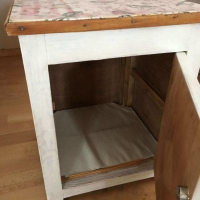 PRODÁNO Malá bílá skříňka s ptáčky