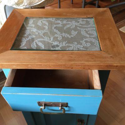 PRODÁNO Modré noční stolky po renovaci