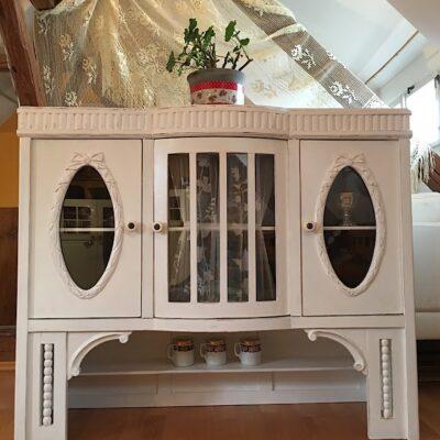 PRODÁNO Velká starožitná vitrína – kredenc