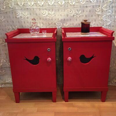 PRODÁNO Červené stolky s ptáčky